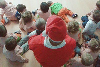 Papá Noel visita las escuelas Trastes