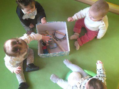 La divertida caja de los sonidos del aula de bebés