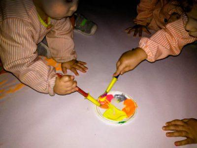 Colores en la oscuridad con pintura fluorescente