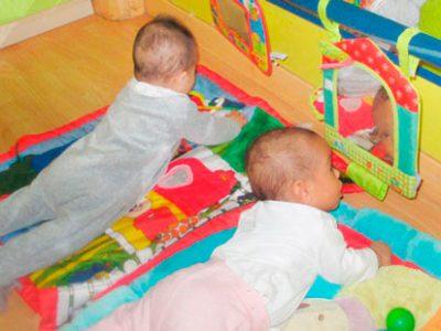 El mejor gimnasio para los bebés: el suelo
