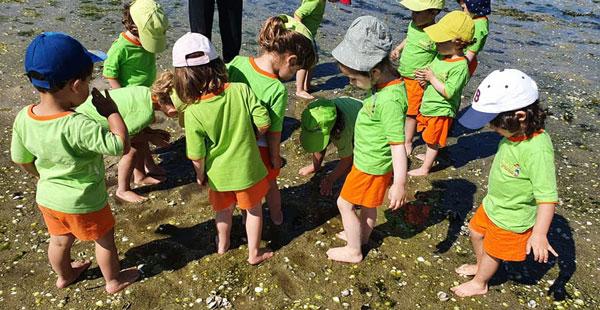 Alumnado de Trastes Poio-Pontevedra, en una salida a la playa